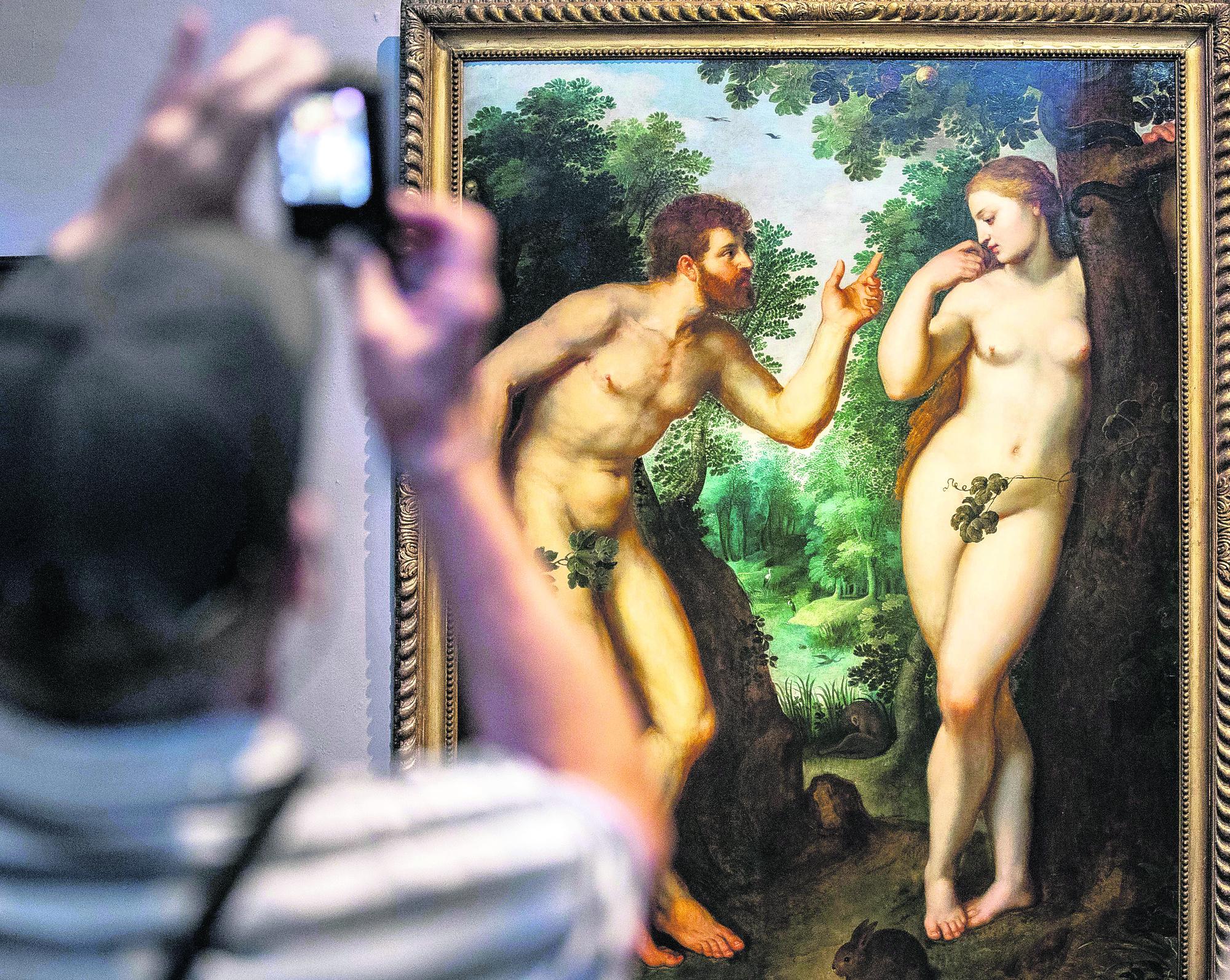 Running of the nudes belgium